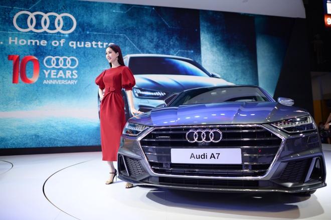 Dan nguoi mau thu hut o Vietnam Motor Show 2018 hinh anh 10