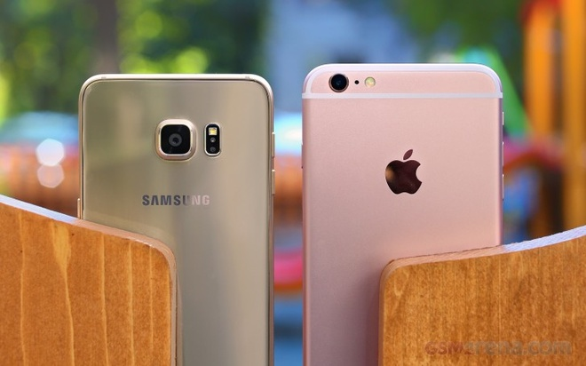 Apple va Samsung deu co tinh lam cham dien thoai cu hinh anh