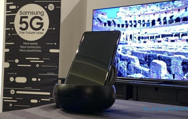Chiếc smartphone 5G Samsung giới thiệu tại sự kiện của Qualcomm. Ảnh: Slash Gear.