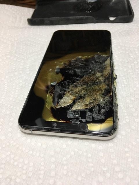 iPhone XS Max dau tien phat no trong tui cua nguoi dung hinh anh 2