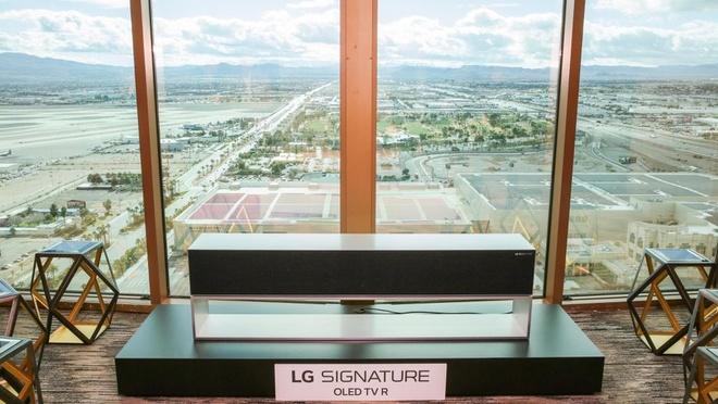 LG gioi thieu TV cuon tron, do ben 17 nam hinh anh 2