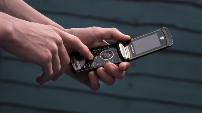 Motorola RAZR hoi sinh duoi dang man hinh gap hinh anh