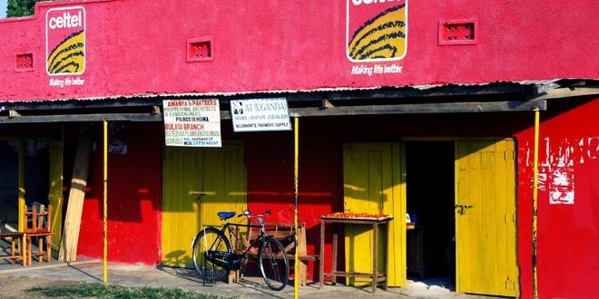 Bi thu phi dung Facebook, 5 trieu nguoi Uganda bo Internet hinh anh 1
