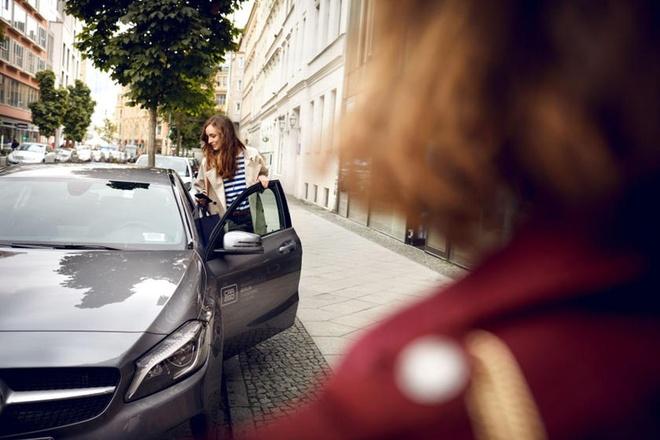 BMW va Mercedes-Benz cung nhau dau tu 1,13 ty USD nham lat do Uber hinh anh 1