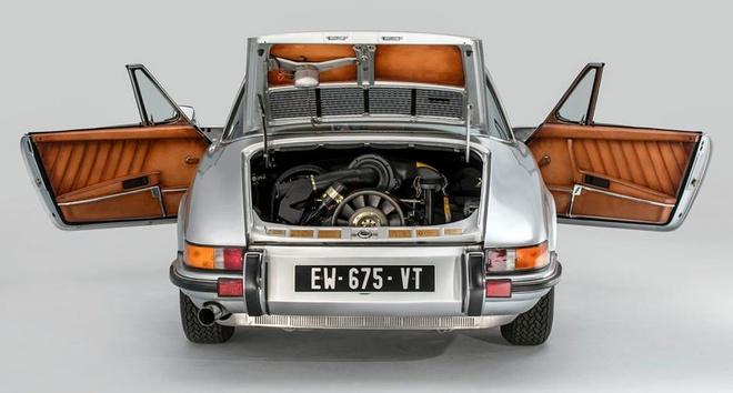 Porsche 911 Targa S doi 1973 bien thanh tac pham thoi trang Phap hinh anh 2