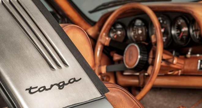 Porsche 911 Targa S doi 1973 bien thanh tac pham thoi trang Phap hinh anh 3