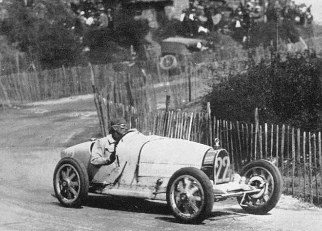 Truoc Chiron va Veyron, day la chiec xe vi dai nhat cua Bugatti hinh anh 3