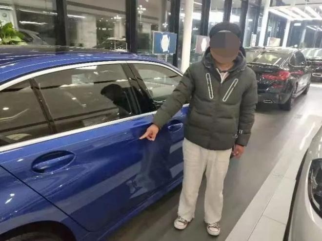 Chang trai 22 tuoi lam hu hai xe BMW tai dai ly de ep phu huynh mua hinh anh 1