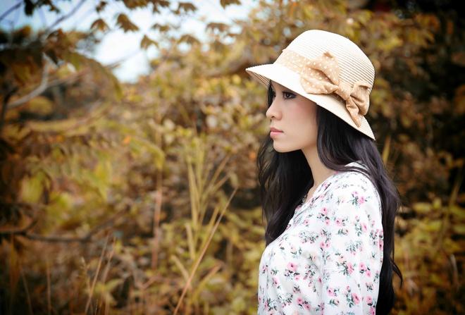 Minh Thu lam moi minh trong nhac phim 'Vua di vua khoc' hinh anh