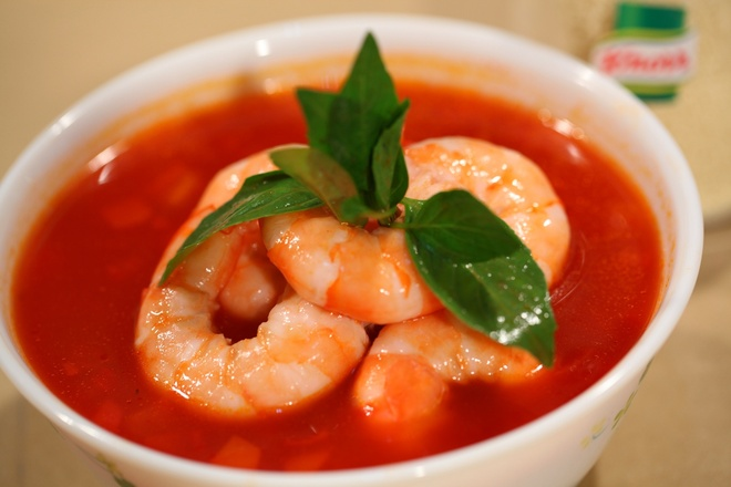 Vua dau bep My khen phu nu Viet sang tao hinh anh 7 Tôm với súp cà chua