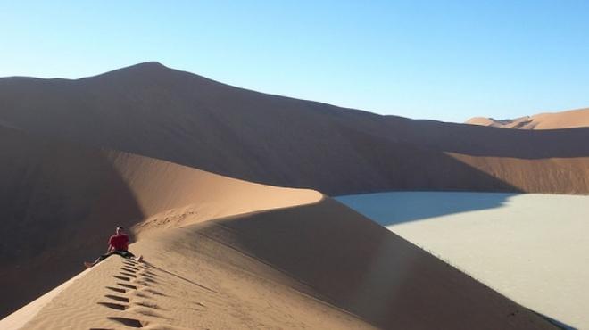 Nhung vung sa mac dep me hon hinh anh 12 Sossusvlei, sa mạc Namib,Namibie.