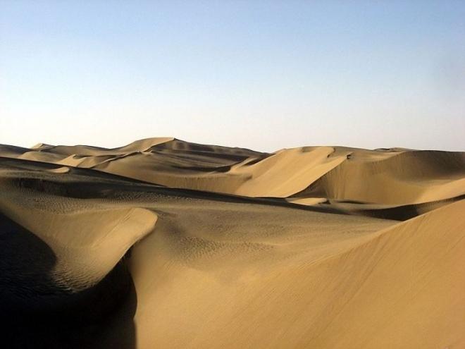 Nhung vung sa mac dep me hon hinh anh 14 Sa mạc Taklamakan, Trung Quốc.