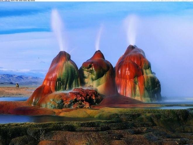 Nhung vung sa mac dep me hon hinh anh 15 Fly Geyser, sa mạc Black Rock, Nevada.