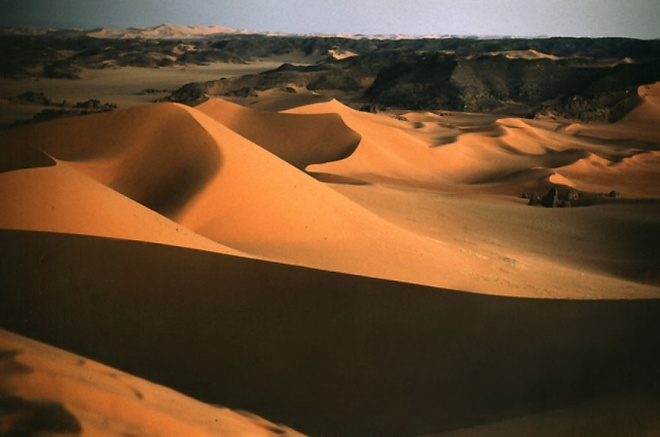 Nhung vung sa mac dep me hon hinh anh 18 Sa mạc Lybian, Algeria.
