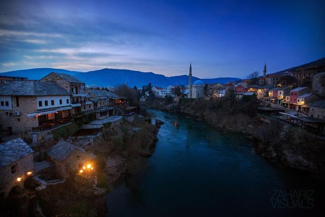 Canh sac nhu tranh ve o Bosnia va Herzegovina hinh anh 5   Những đứa trẻ thích thú nô đùa với đàn bồ câu