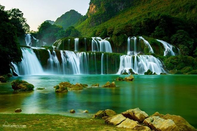Nhung thac nuoc dep noi tieng nhat Viet Nam hinh anh 1 1. Thác Bản Giốc cách thị xã Cao Bằng 89 km, nằm ngay trên đường biên giới giữa Việt  -Trung. Đây là ngọn thác hùng vĩ nhất Việt Nam. Ảnh: Phương Trần.