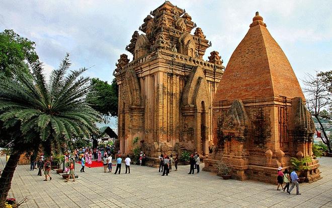 Tháp Bà Ponagar. Ảnh: Vietnamdiscoveries.