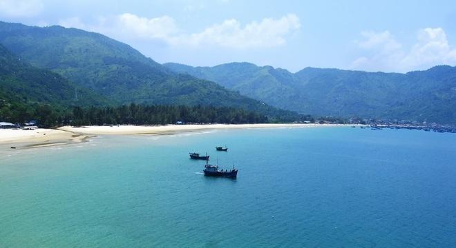 Nhung vinh, dao dep nhat Nha Trang hinh anh 4  Biển Đại Lãnh sở hữu cát trắng mịn, nước biển trong, độ thoải lớn. Đặc biệt, gần đó, có nguồn nước ngọt quanh năm không cạn. Đây là một trong những bãi biển nổi tiếng của Việt Nam từ thời các vua. vietnamdiscoveries