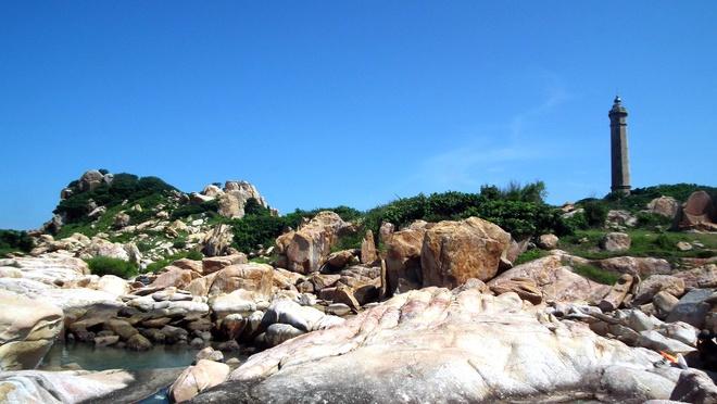 9 trai nghiem ban khong nen bo lo khi di bien hinh anh 7 7. Ngắm biển từ các ngọn hải đăng: Mỗi ngọn hải đăng đều có lịch sử ra đời,  kiến trúc và tầm quan sát cao. Không chỉ thế, con đường dẫn lên các ngọn hải đăng cũng có quang cảnh tuyệt đẹp và khác biệt. Ảnh: Adventurousstevano.