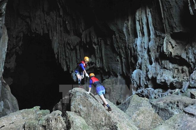 Hang Tối có chiều dài 5.258m thuộc Di sản Thiên nhiên thế giới Vườn Quốc gia Phong Nha-Kẻ Bàng (Quảng Bình), được hình thành ngay trong lòng núi đá vôi cách đây 5 triệu năm do sự ăn mòn của nước sông. (Ảnh: Minh Đức/TTXVN)
