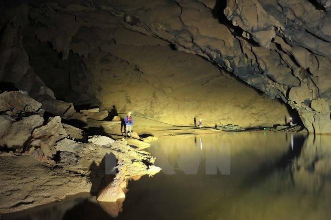 Hang Tối được phát hiện năm 1990 và đang được đưa vào khai thác du lịch theo loại hình tham quan thám hiểm. (Ảnh: Minh Đức/TTXVN)