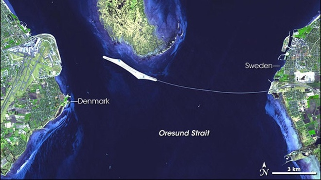 Dang 'bay' tren cau, bat ngo bien mat duoi bien hinh anh 1 Con đường này là sự phối hợp hoàn hảo giữa một cầu treo dây văng dài 8km, đường xuyên đảo nhân tạo dài 4km, cùng một đường hầm xuyên lòng biển dài 4km.