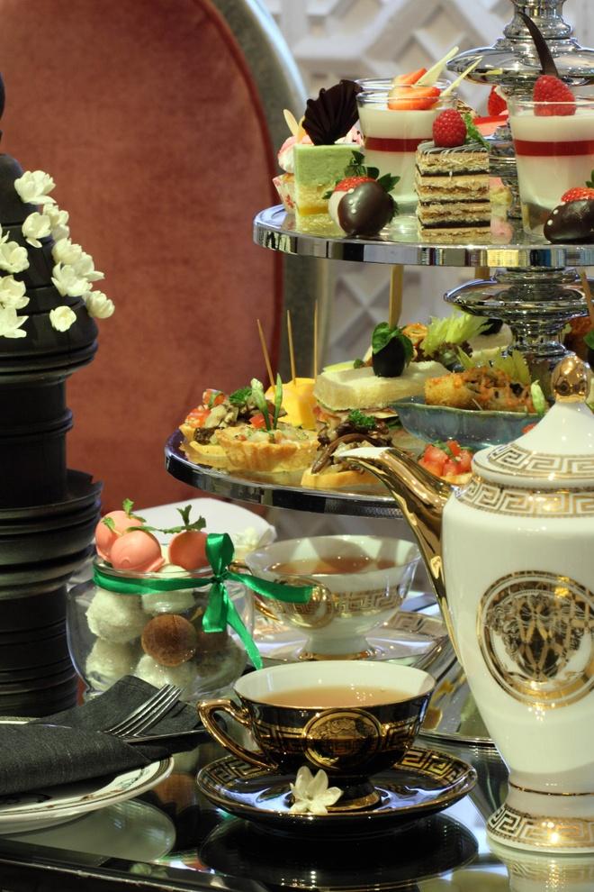 8 nha hang sang trong cho ngay 20/10 o TP HCM hinh anh 5 Tajmasago, lâu đài nghỉ dưỡng ở quận 7 có 2 nhà hàng. Bạn có thể lựa chọn dùng trà chiều với giá 350.000 đồng một người, hay thưởng thức các món nước, cà phê trong không gian sang trọng với giá khoảng 100.000 đồng một món.