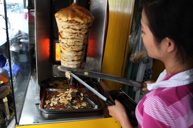 Tiem doner kebab gan 10 nam o TP HCM hinh anh 2