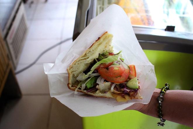 Tiem doner kebab gan 10 nam o TP HCM hinh anh 8