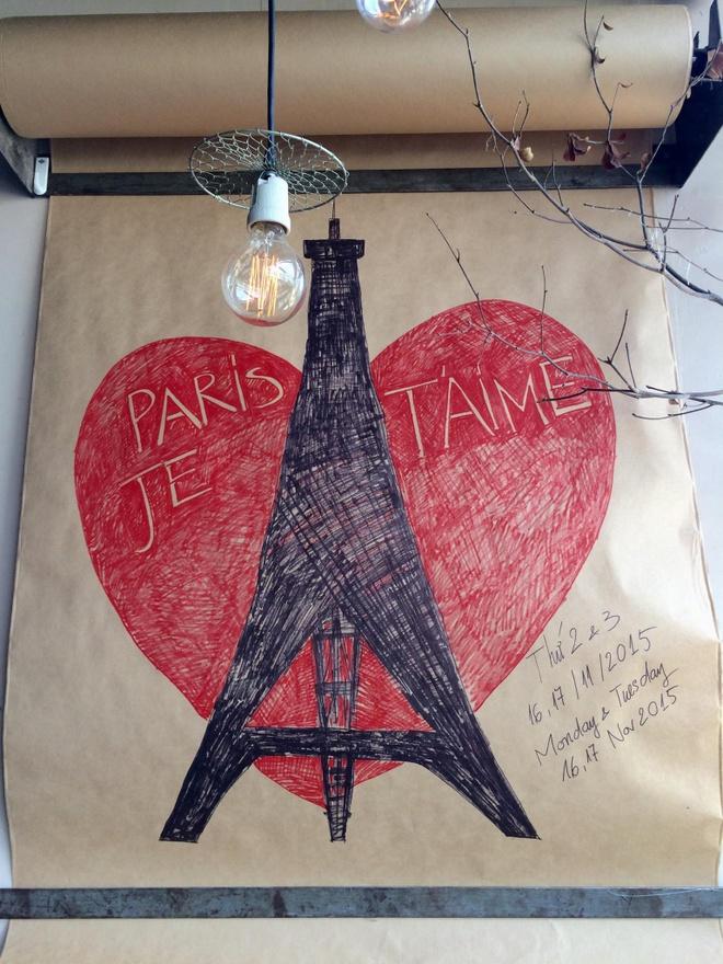 Den quan ca phe xem phim de them yeu Paris hinh anh 1