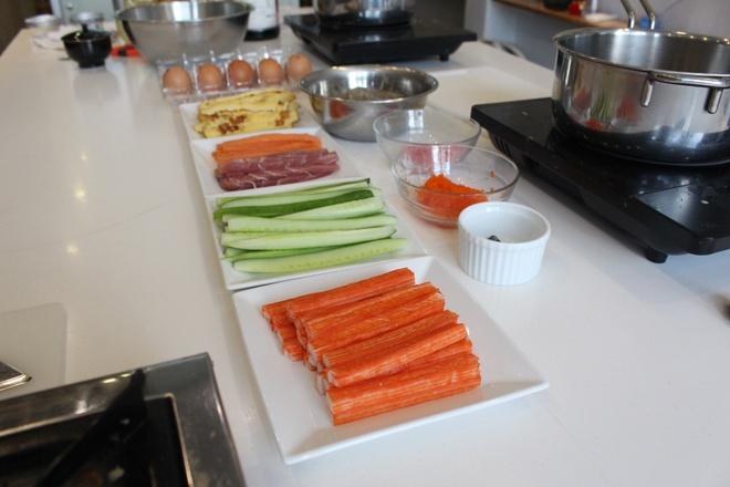 Kheo tay che bien sushi uramaki trong 30 phut hinh anh 1
