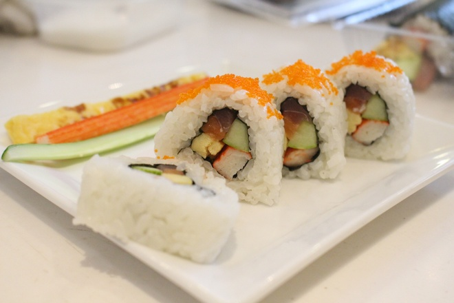 Kheo tay che bien sushi uramaki trong 30 phut hinh anh 3