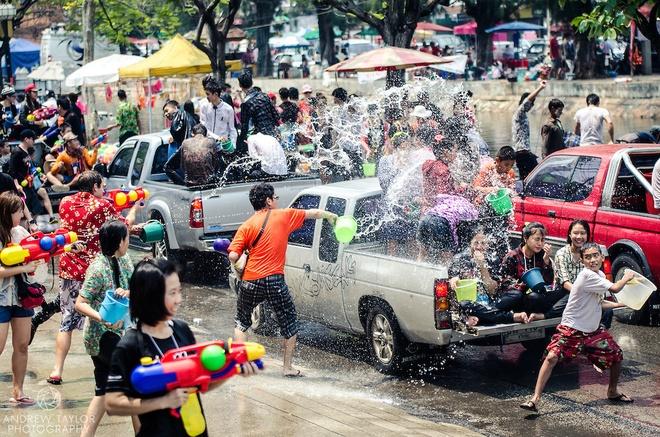 72 gio du lich bui Chiangmai dip Songkran hinh anh