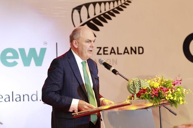 Bo truong Bo Giao duc New Zealand tu tay trang tri mon an hinh anh 1