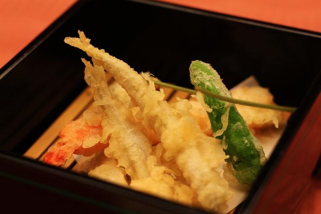 Lam tempura hon hop an choi cuoi tuan hinh anh