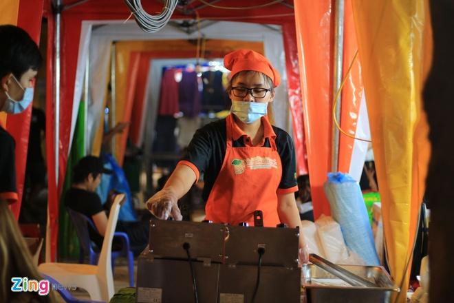 Kham pha khu cho dem container moi cua gioi tre TP.HCM hinh anh 6