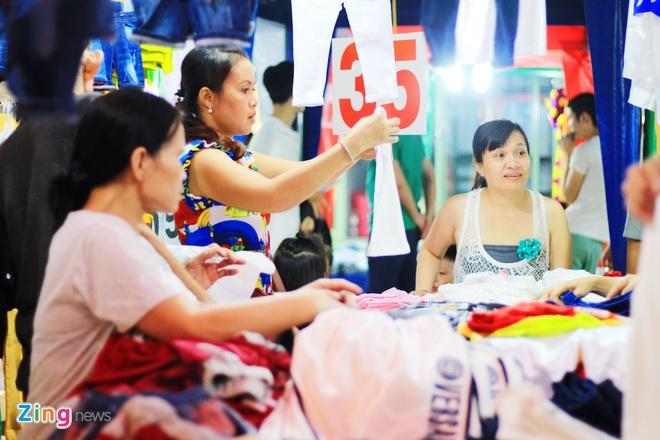 Kham pha khu cho dem container moi cua gioi tre TP.HCM hinh anh 11