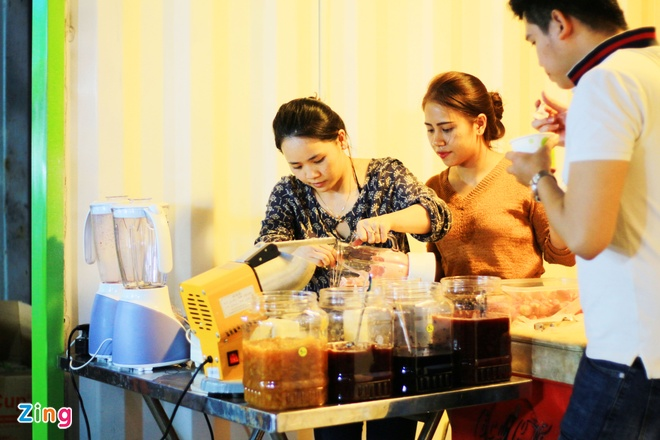 Kham pha khu cho dem container moi cua gioi tre TP.HCM hinh anh 1