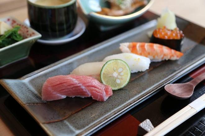 Nhung nha hang sushi dat xat ra mieng cua Sai thanh hinh anh 10