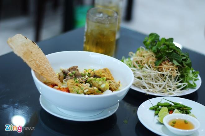 Nhung mon an kem banh trang mien Trung chinh phuc nguoi Sai Gon hinh anh