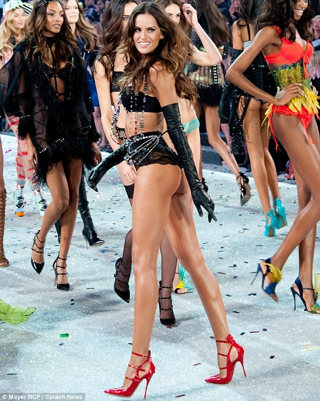 Thien than Victoria's Secret dot nong san catwalk hinh anh 25