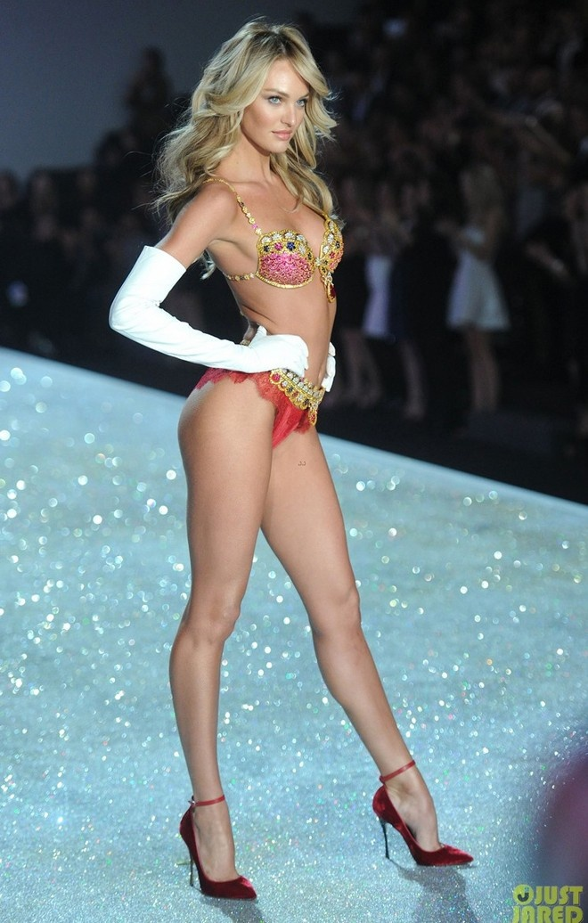 Clip Candice Swanepoel trinh dien bo do lot hon 200 ty hinh anh 1