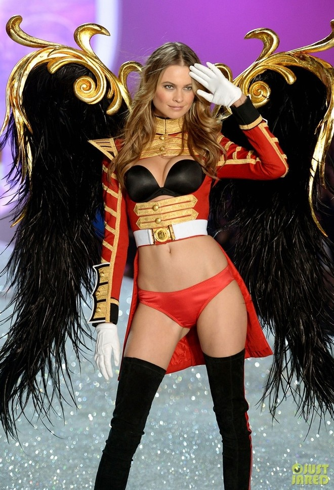 Clip Candice Swanepoel trinh dien bo do lot hon 200 ty hinh anh 6