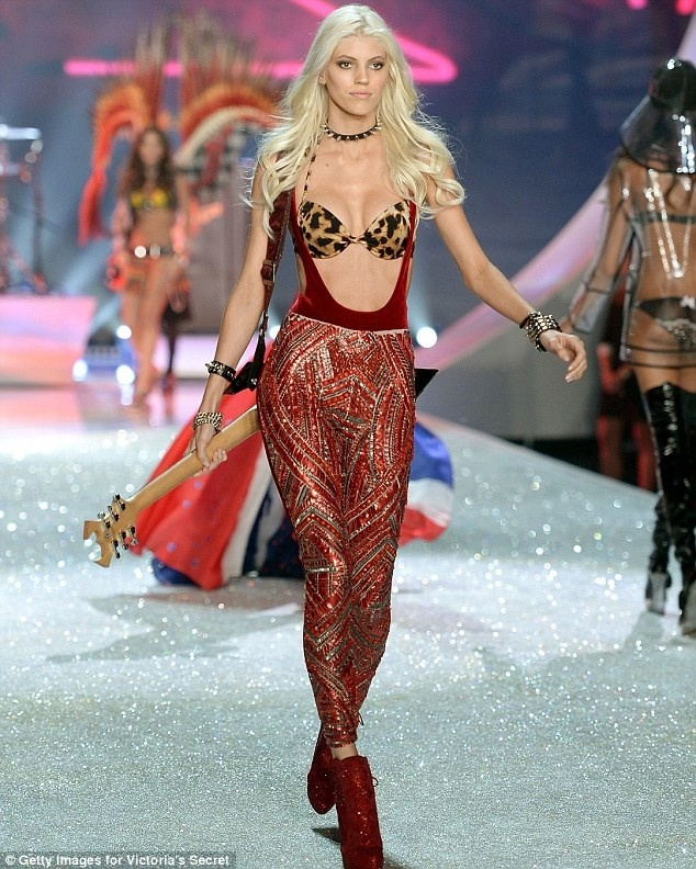 Clip Candice Swanepoel trinh dien bo do lot hon 200 ty hinh anh 9