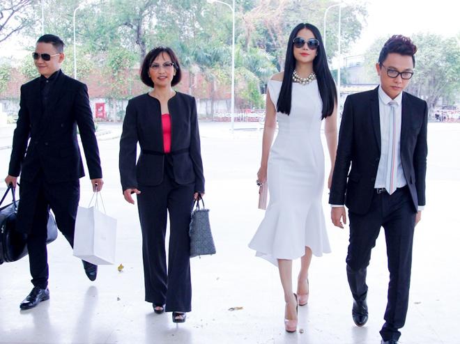 Truong Ngoc Anh rang ro tai buoi casting 'Project Runway' hinh anh 4