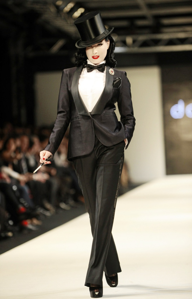My nhan Hollywood mac suit chat hon nam gioi hinh anh 7