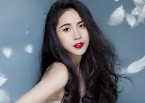 Thuy Tien tung album moi sau MV hoa than thanh ho ly hinh anh