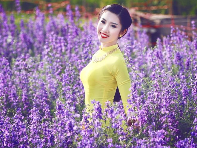 Thuy Ngan ruc ro giua rung hoa violet hinh anh