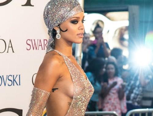 Rihanna mac vay xuyen thau tao bao di nhan giai thoi trang hinh anh