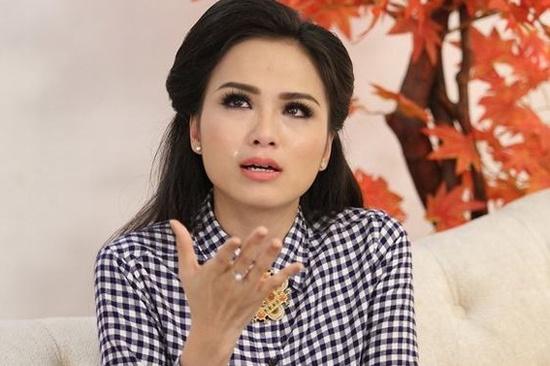 6 scandal muoi mat cua Hoa hau Diem Huong hinh anh